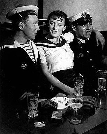 Conchita avec les marin-Brassaï, seudónimo de Gyula Halász (1899 - 1984)