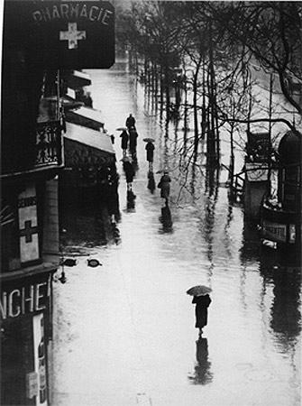 In Paris- Brassaï, seudónimo de Gyula Halász (1899 - 1984)